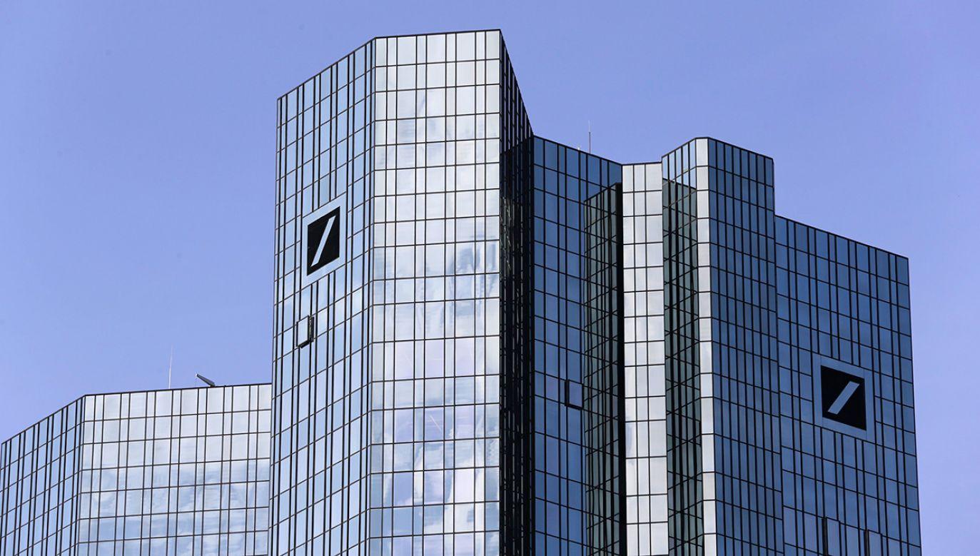 Włoskie media spekulują, że Deutsche Bank działał na zamówienie polityczne niemieckiego rządu (fot. PAP/EPA/ARMANDO BABANI)