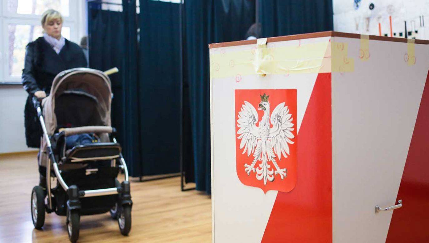 Cisza wyborcza rozpoczyna się na 24 godziny przed dniem głosowania i trwa do jego zakończenia (fot. arch. PAP/Leszek Szymański)