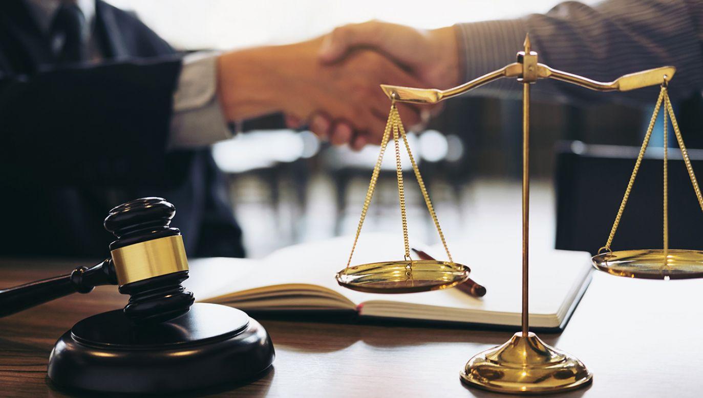 Pięciu notariuszy usłyszało zarzuty niedopełnienia obowiązków i pomocnictwa w oszustwach (fot. Shutterstock/Freedomz)