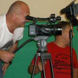 Nad programem pracuje wiele osób. Ważnym członkiem zespołu jest operator kamery – Paweł Wróbel, który również montuje wszytskie odcinki