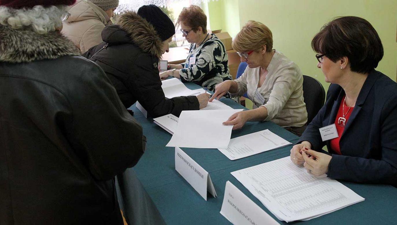 Diety dla członków komisji wynoszą od 350 do 500 zł (fot. arch. PAP/Tomasz Waszczuk)