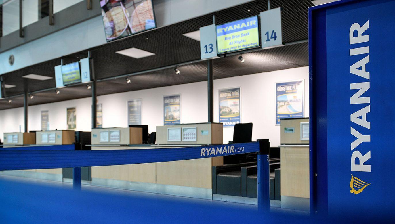 Przewoźnik zapewnia, że powiadomił pasażerów o odwołanych lotach (fot. PAP/EPA/SASCHA STEINBACH)