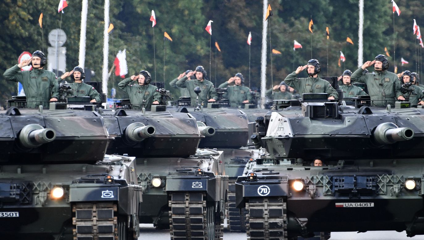 A column of armoured vehicles at the Grand Independence Parade, August 15. Photo: PAP/Jacek Turczyk