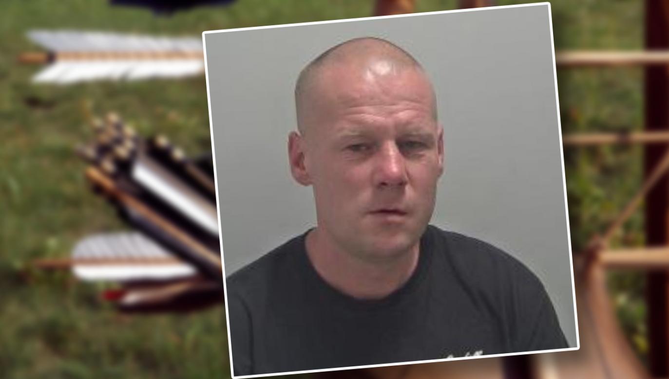Adrian W. ruszył w miasto  z łukiem i strzałami (fot. tt/Warwickshire Police)