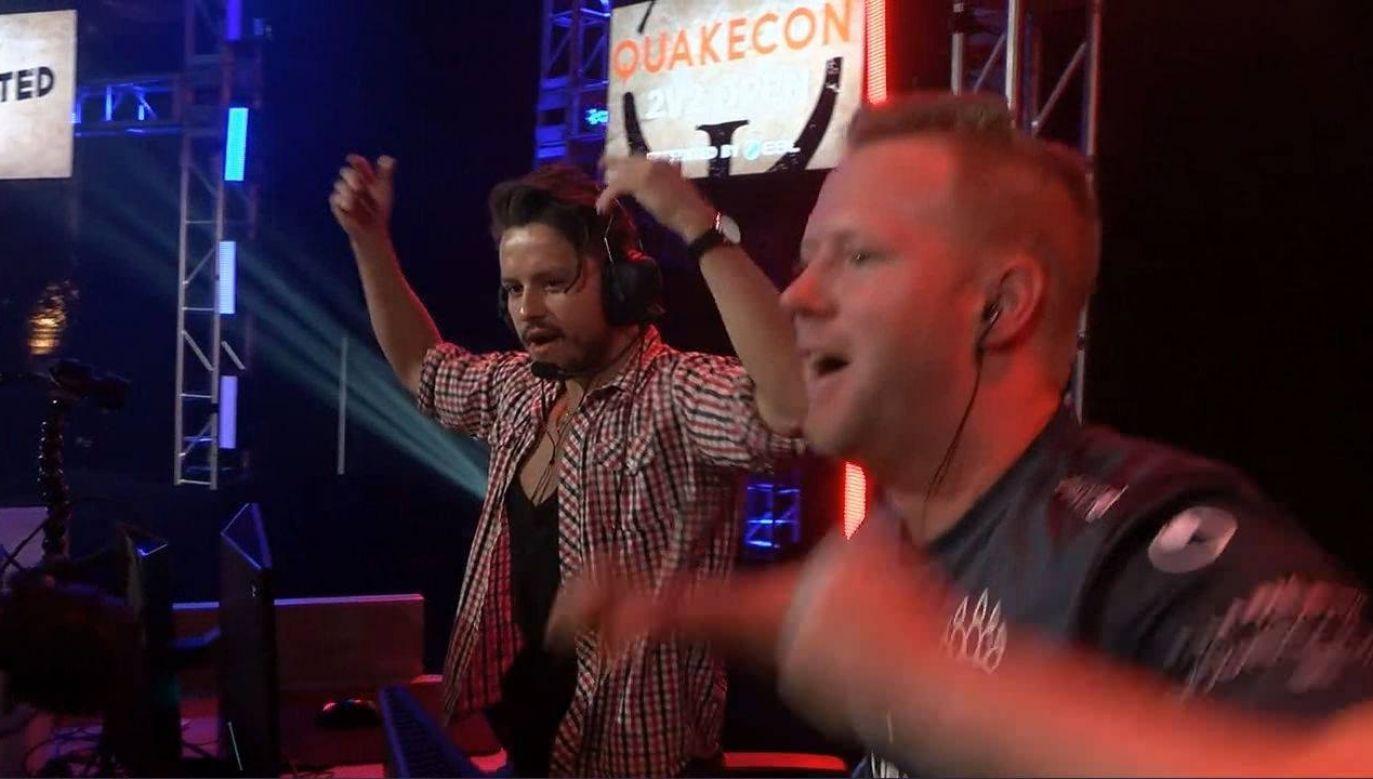 "Maciej ""Av3k"" Krzykowski (L) and Marcel ""K1llsen"" Paul (R) rejoice as they make their way into the semifinals. Photo: Facebook/QuakeChampionsPL"