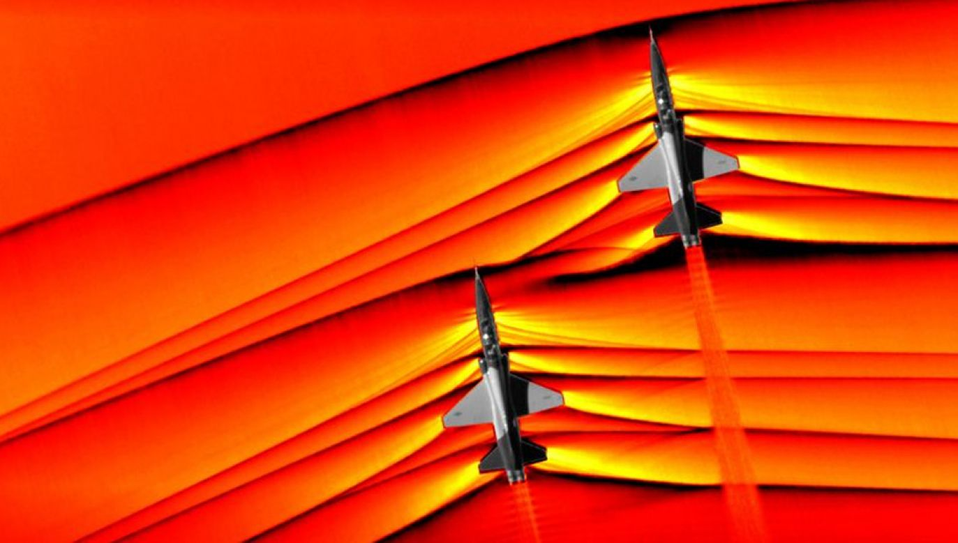 Dwa samoloty szkoleniowe T-38 w tym samym momencie przekroczyły barierę dźwięku (fot. NASA)