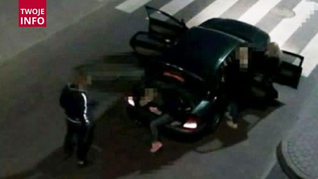 Kierowca próbował przewozić w samochodzie dziewięć osób (fot. Materiały prasowe)