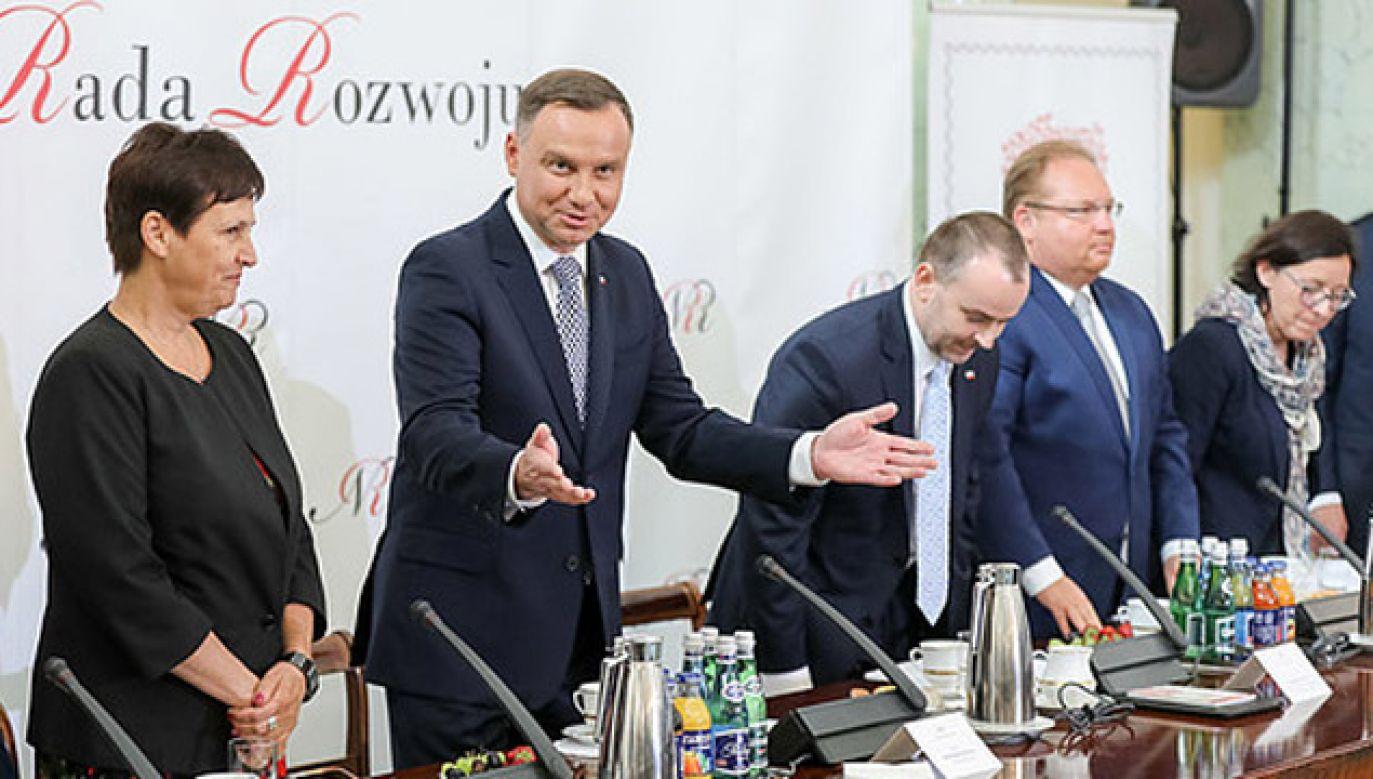 Podczas posiedzenia Narodowej Rady Rozwoju przedstawiono propozycje 15 pytań (fot. KPRP/Jakub Szymczuk)