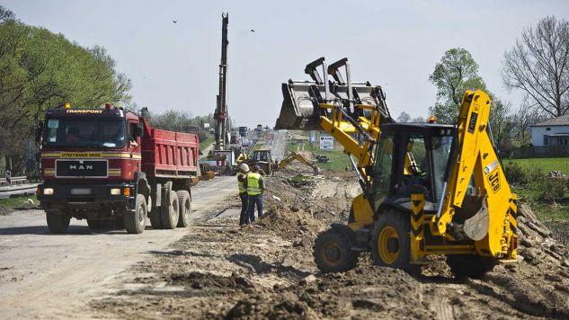 Konferencja dotyczyła nowego prawa przeciw nadużyciom koncernów przy budowie dróg i autostrad (fot. PAP/Wojciech Pacewicz)