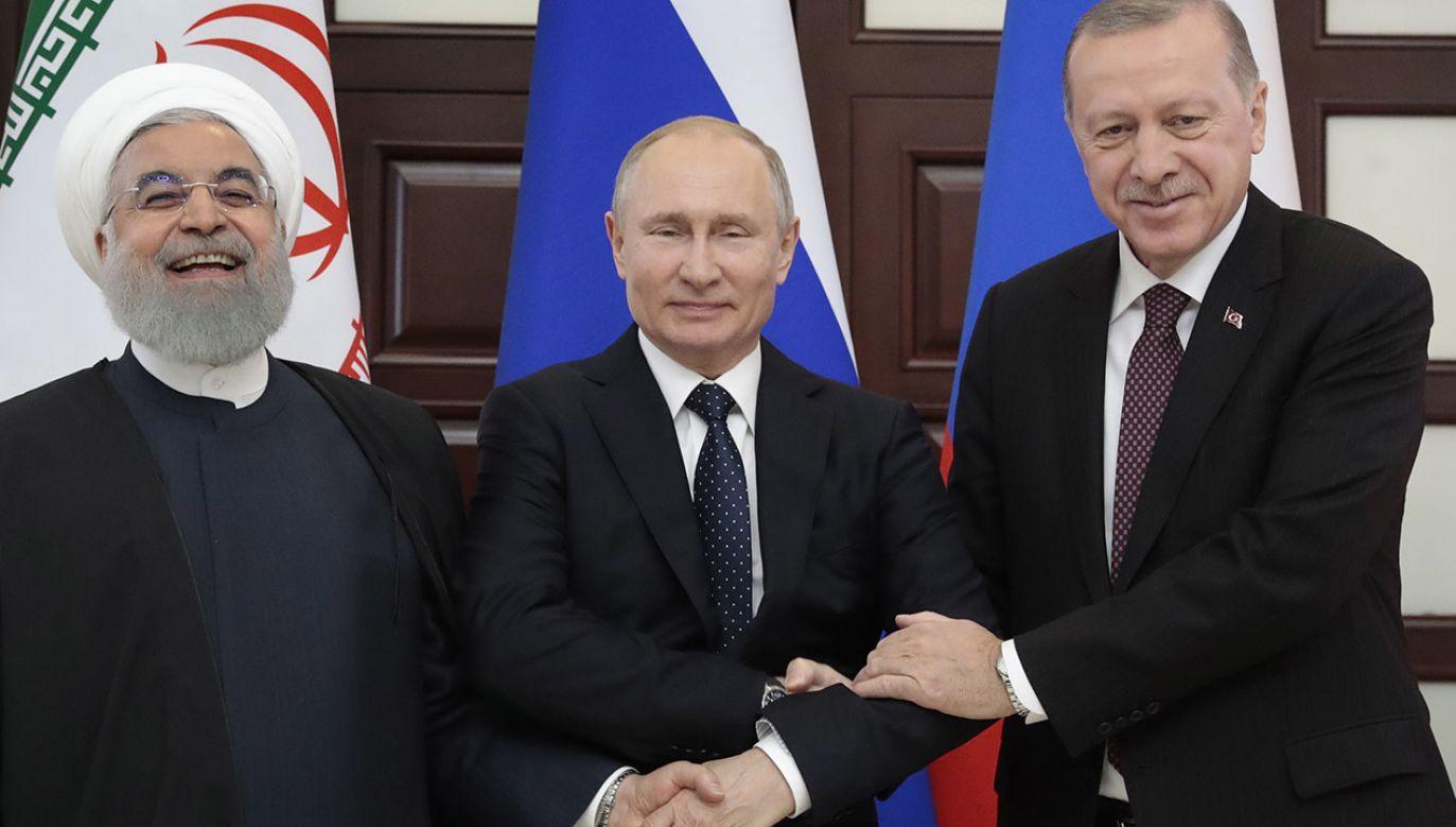 Hasan Rowhani, Władimir Putin i Recep Tayyip Erdoğan (fot. PAP/EPA/SERGEI CHIRIKOV/POOL)