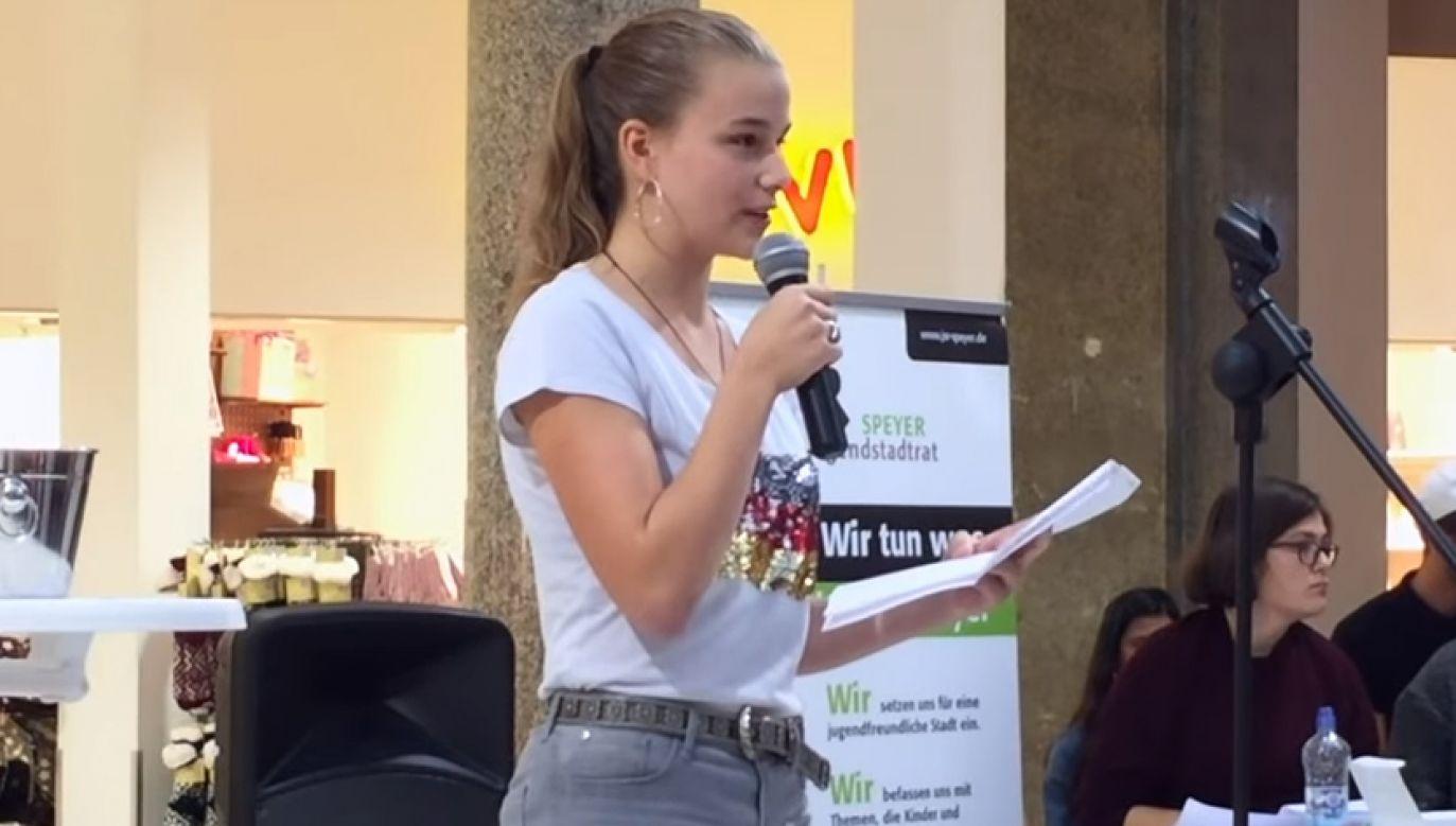 Niemcy 14 Latka Zaprezentowała Na Konkursie Antyimigrancki