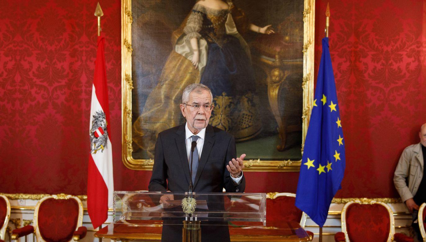 Prezydent Alexander Van der Bellen oświadczył, że kolejne kroki omówi z kanclerzem Sebastianem Kurzem w niedzielę (fot. PAP/EPA/FLORIAN WIESER)