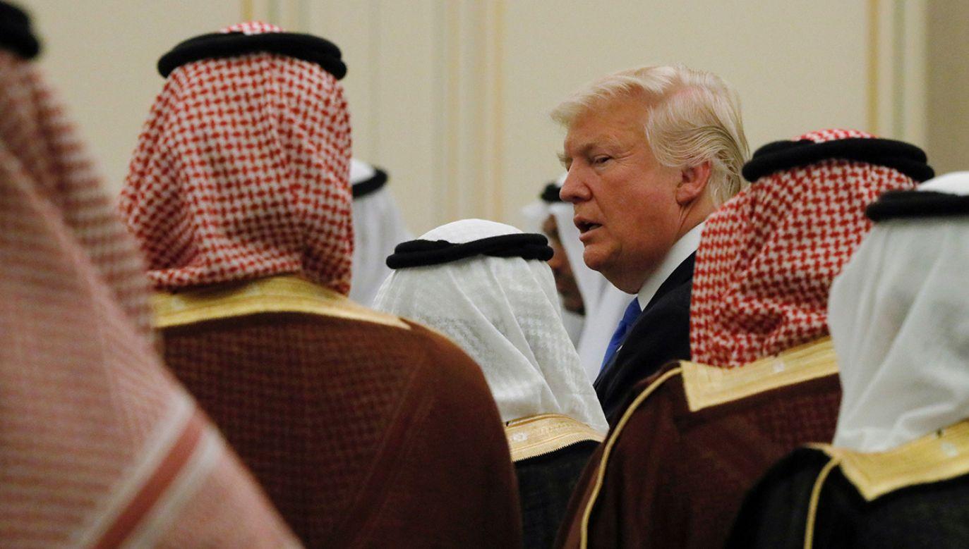 """Prezydent Trump oświadczył, że USA """"mają zamiar pozostać solidnym partnerem"""" Arabii Saudyjskiej (fot. REUTERS/Jonathan Ernst)"""