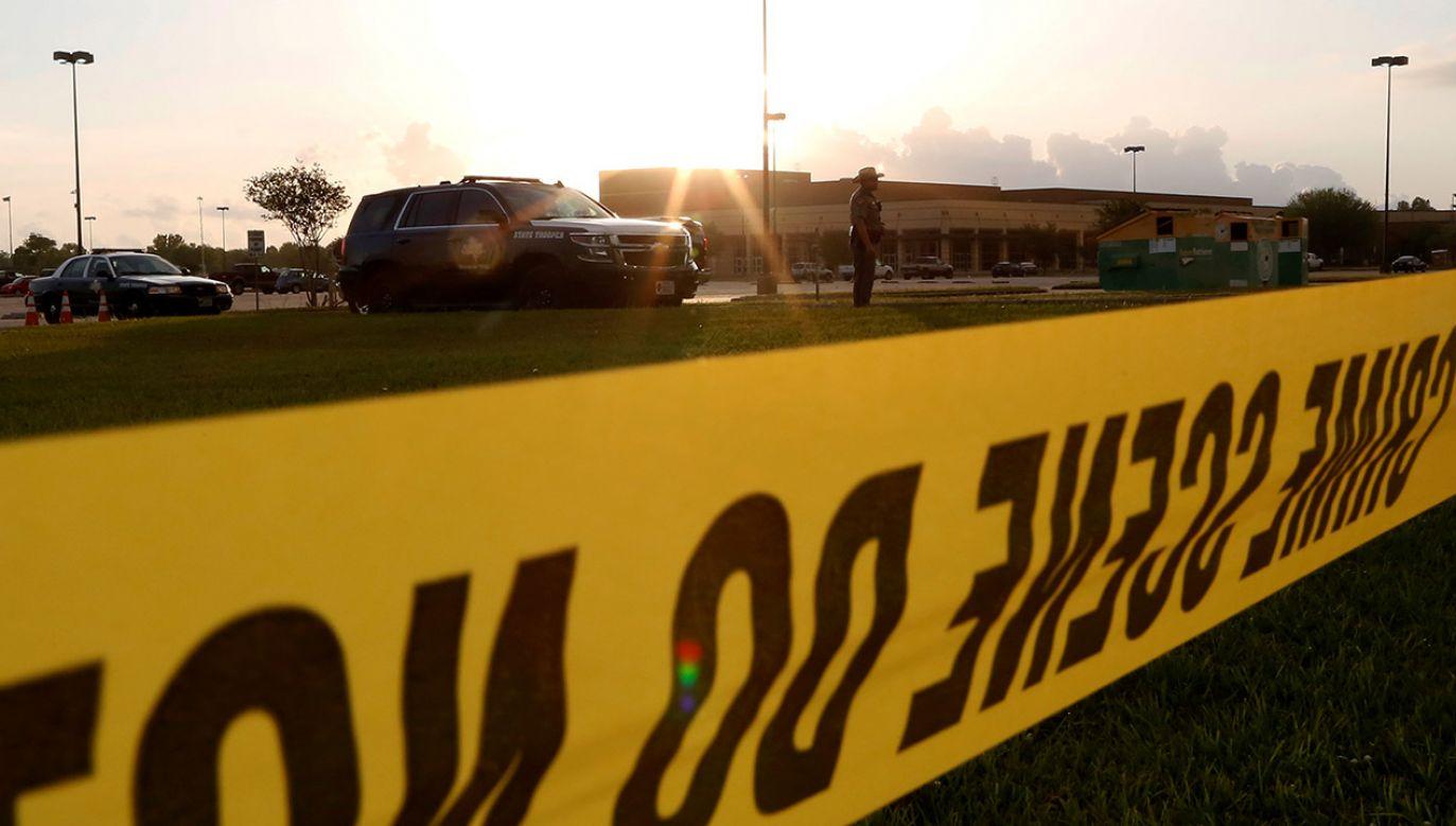 Policja zapewnia, że sytuacja jest pod kontrolą. Nie wiadomo, czy napastnik był uczniem szkoły, w której doszło do zdarzenia (fot. REUTERS/Jonathan Bachman, zdjęcie ilustracyjne)