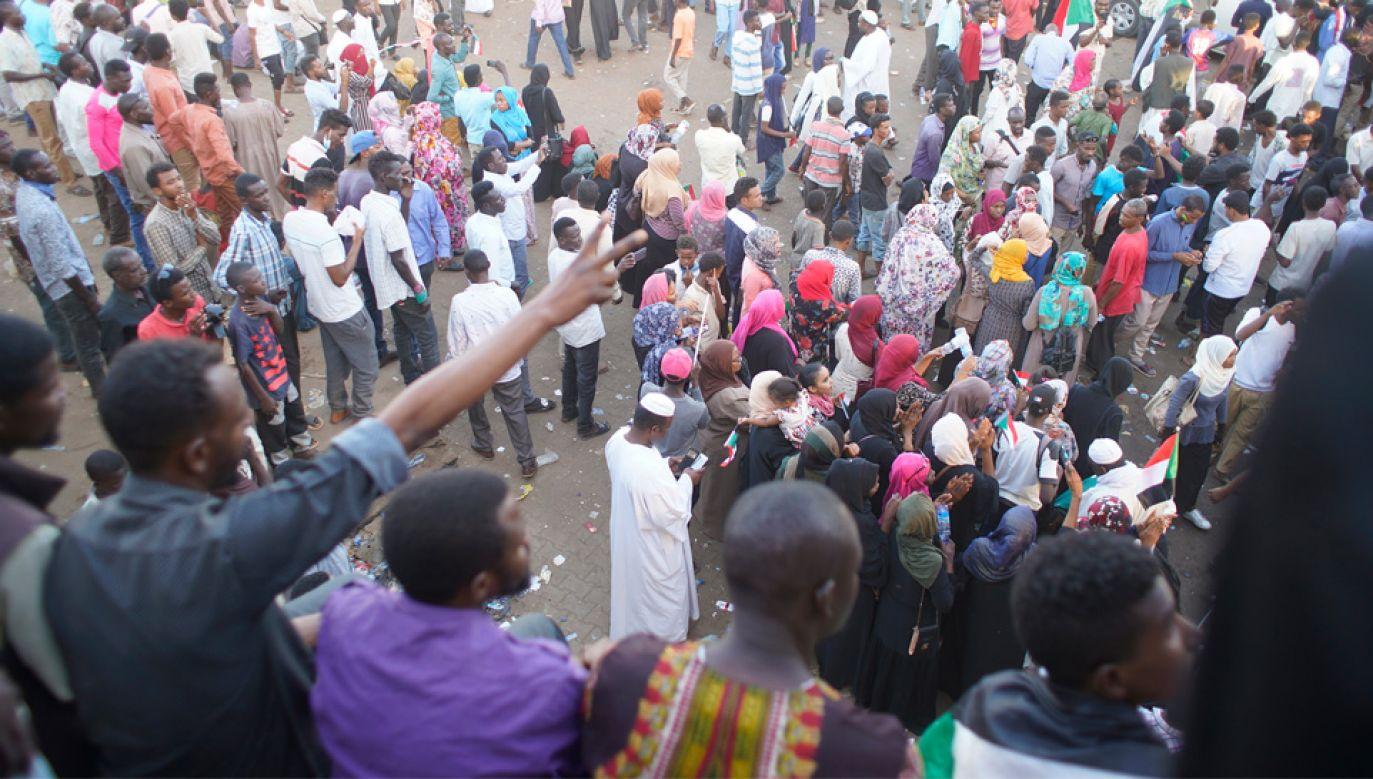 Sudańczycy nie zgadzają się na rządy Tymczasowej Rady Wojskowej (fot. PAP/EPA/STR)
