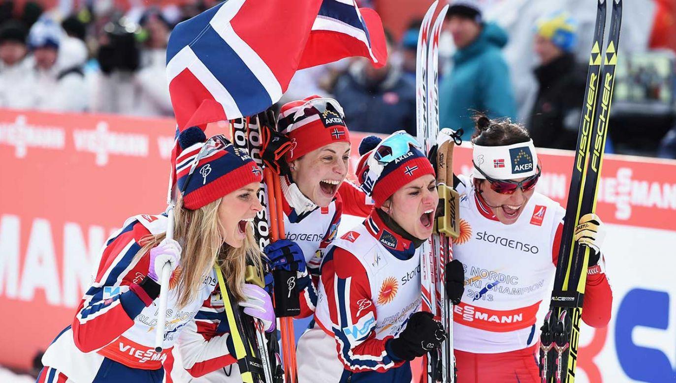 Norweskie biegaczki: Heidi Weng, Therese Johaug, Astrid Uhrenholdt Jacobsen and Marit Bjoergen (fot. Matthias Hangst/Getty Images)