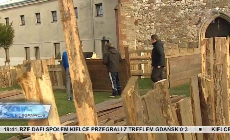 Żywą szopkę w Chęcinach budują franciszkanie