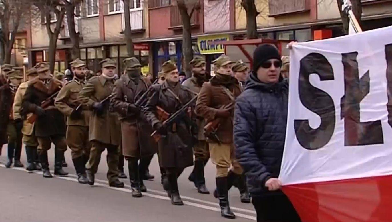 Mimo próby blokady IV Marsz Pamięci Żołnierzy Wyklętych przeszedł ulicami Hajnówki (fot. TVP Info)