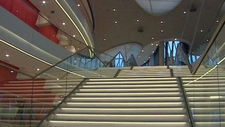 Na potrzeby sesji sala audytoryjna Centrum Kongresowego ICE Kraków przekształcona zostanie w salę plenarną z biurkami do pracy dla blisko 400 delegatów