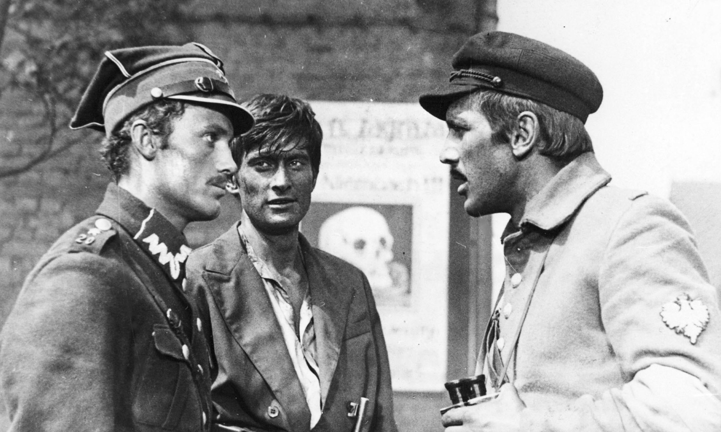 """Kadr z filmu """"Sól ziemi czarnej"""".Na zdjęciu od lewej: Daniel Olbrychski, Olgierd Łukasiewicz i Jan Englert. Fot. PAP"""