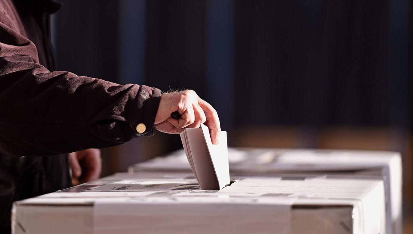 Od północy w piątek trwa cisza wyborcza (fot. hutterstock roibu)