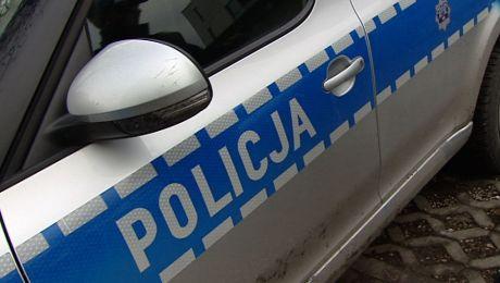 Uciekając, staranowali policyjny radiowóz