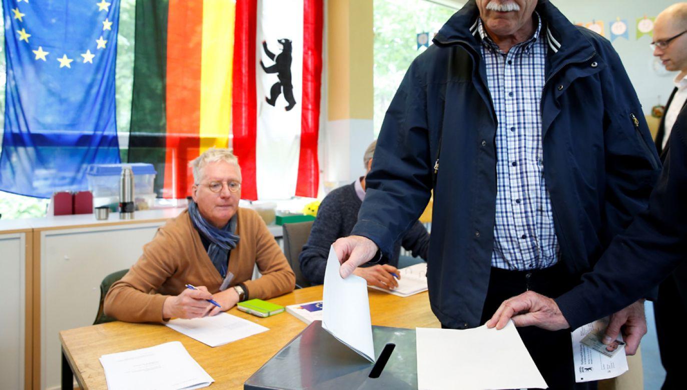 Według wstępnych oficjalnych wyników po przeliczeniu głosów w 358 z 401 okręgów wyborczych najsilniejszy w RFN wciąż jest blok partii chadeckich CDU/CSU (fot. Abdulhamid Hosbas/Anadolu Agency/Getty Images)