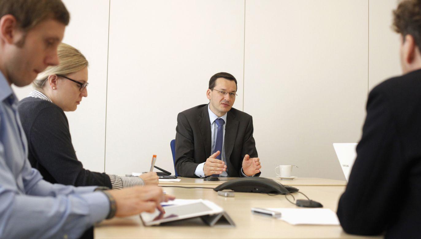"""""""Mateusz Morawiecki uchodzi za twardego negocjatora, eksperta w dziedzinie ekonomii"""" (fot. REUTERS/Kacper Pempel)"""