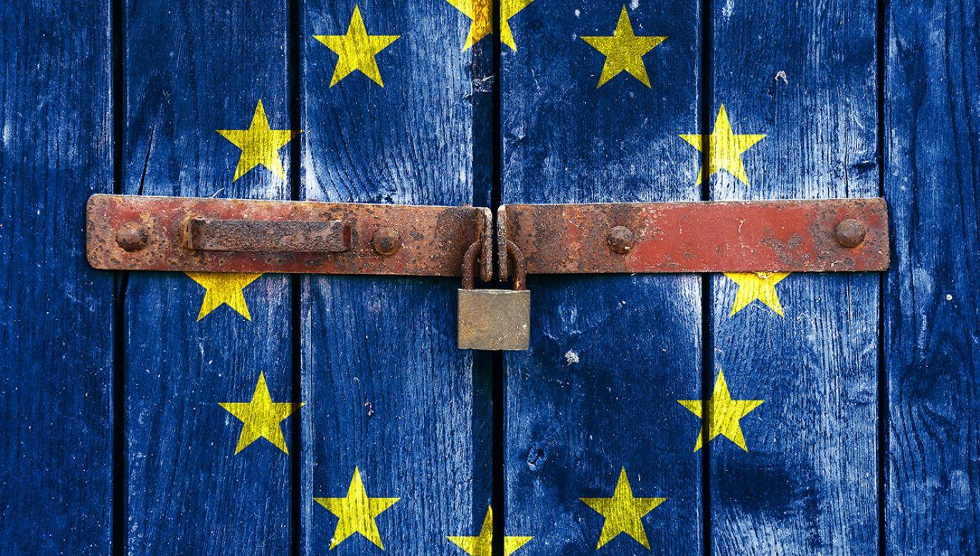 Czy Bruksela zamrozi należne Polsce fundusze? (fot. Shutterstock/Borislav Bajkic)
