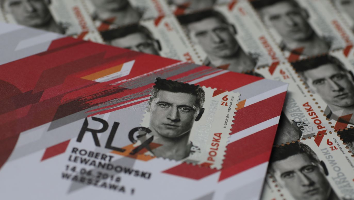 """The stamp features the star striker's face, name and the acronym of his initials and team number """"RL9."""" Photo: PAP/Leszek Szymański"""