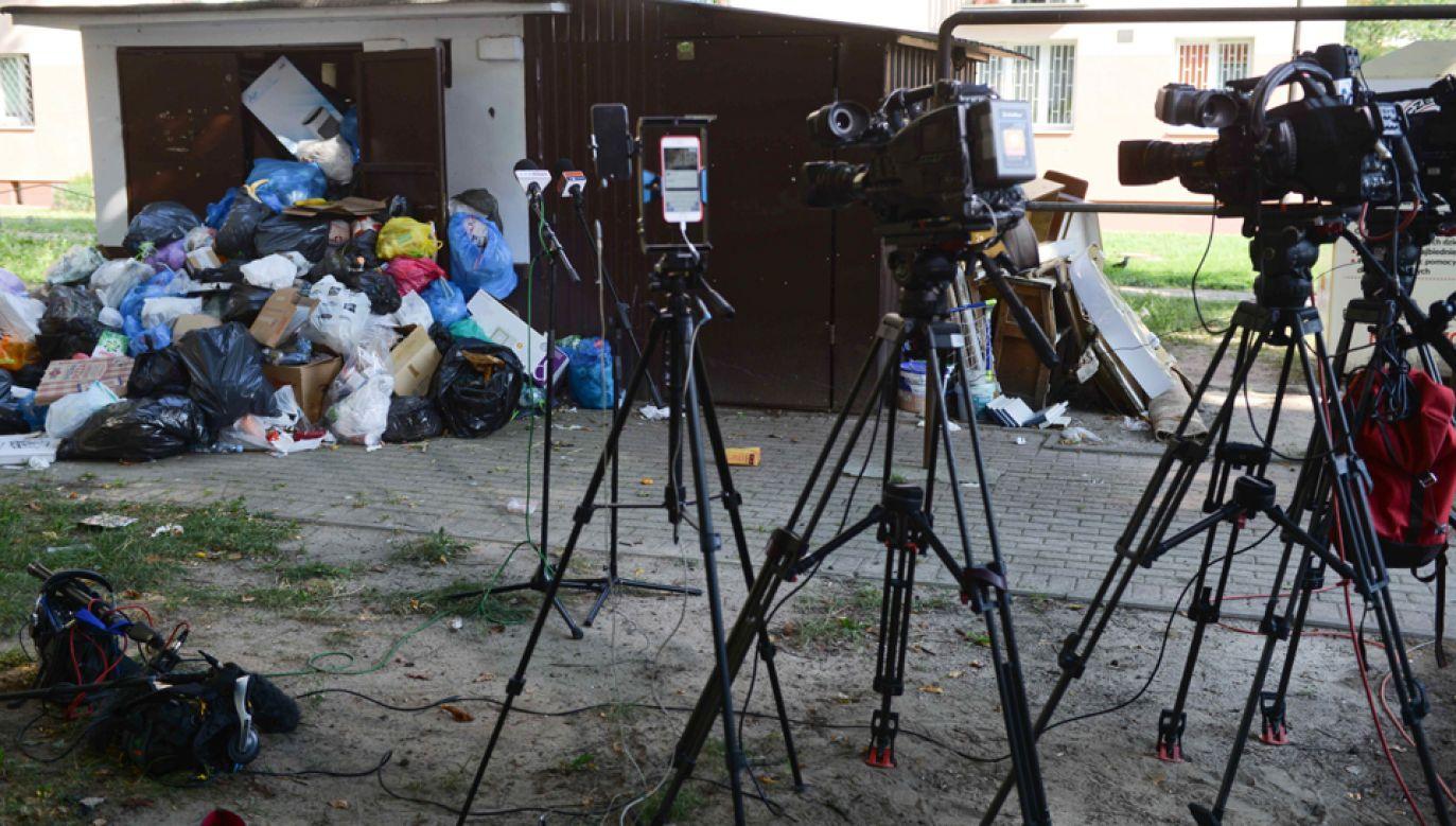 Miasto zerwało umowę z firmą, która dotychczas wywoziła śmieci na warszawskim Mokotowie (fot. PAP/Jakub Kamiński)