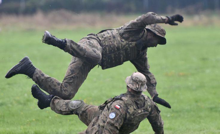 Pokazy umiejętności komandosów, fot. PAP/Jacek Bednarczyk