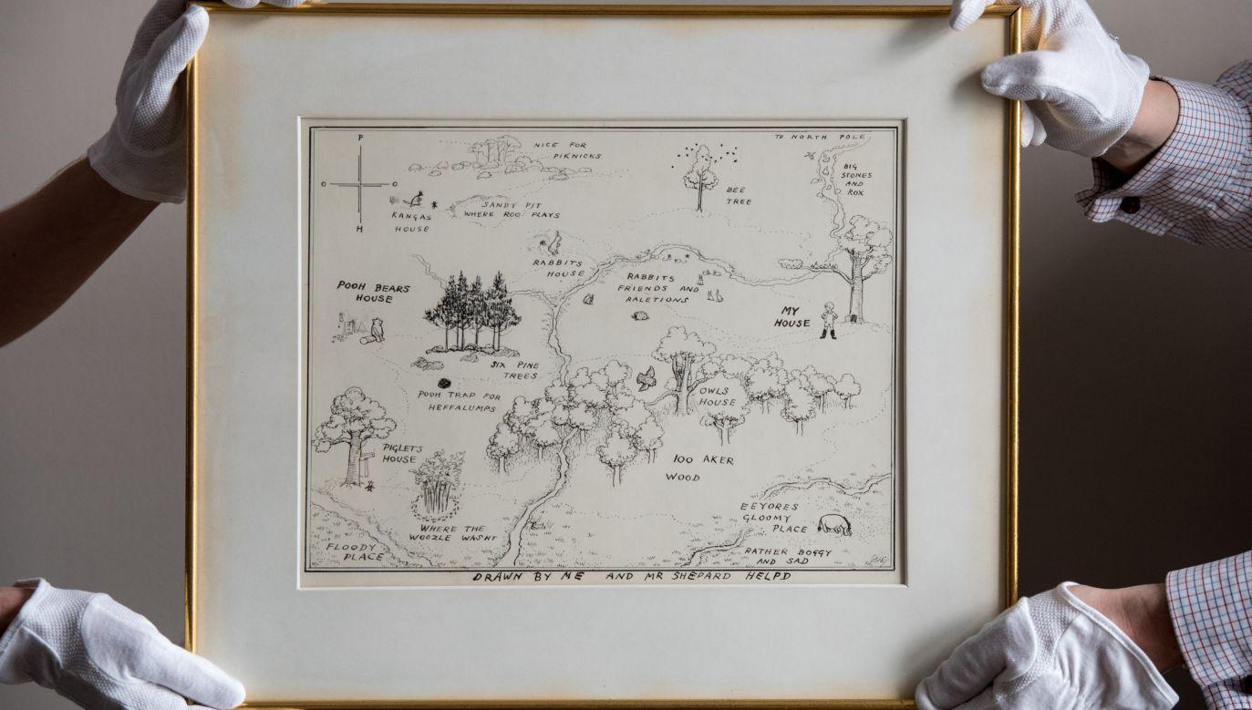 Mapa Stumilowego Lasu osiągnęła na aukcji w Sotheby's cenę ponad pół miliona dolarów (fot. Chris J Ratcliffe/Getty Images for Sotheby's)