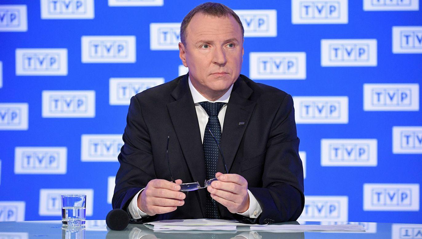 Prezes TVP Jacek Kurski podczas konferencji prasowej na tematy bieżące dotyczące spółki (fot. PAP/Marcin Obara)