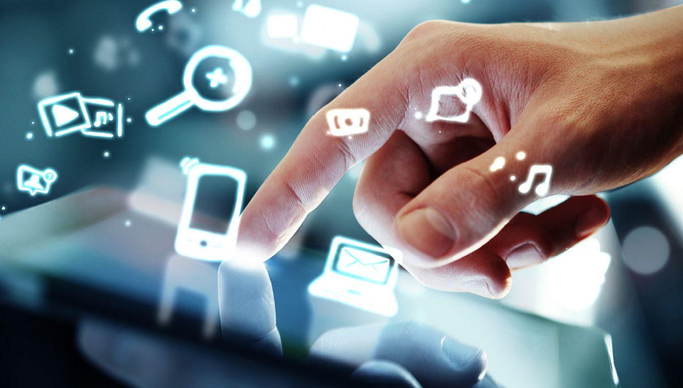 Niemożliwe może być również wdrożenie na szeroką skalę sieci nowej generacji (fot. Shutterstock/Peshkova)