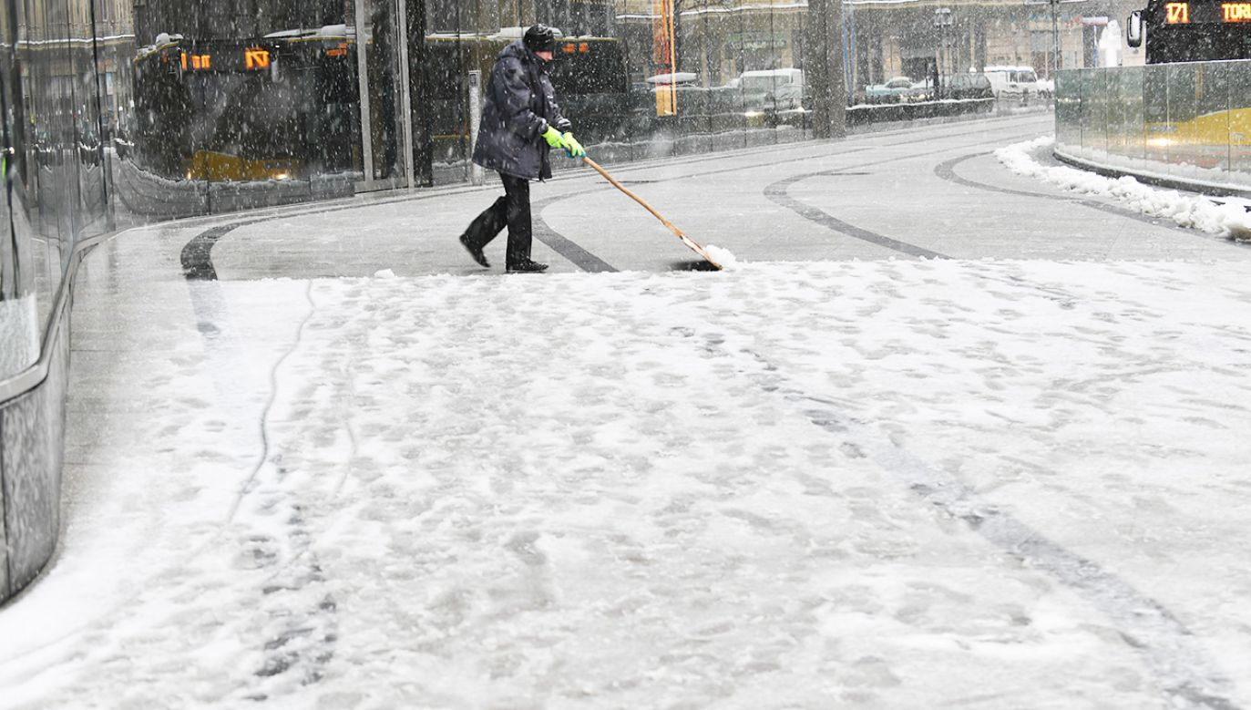 IMGW wydał ostrzeżenia dla województw w związku z zimową pogodą (fot. PAP/Bartłomiej Zborowski)