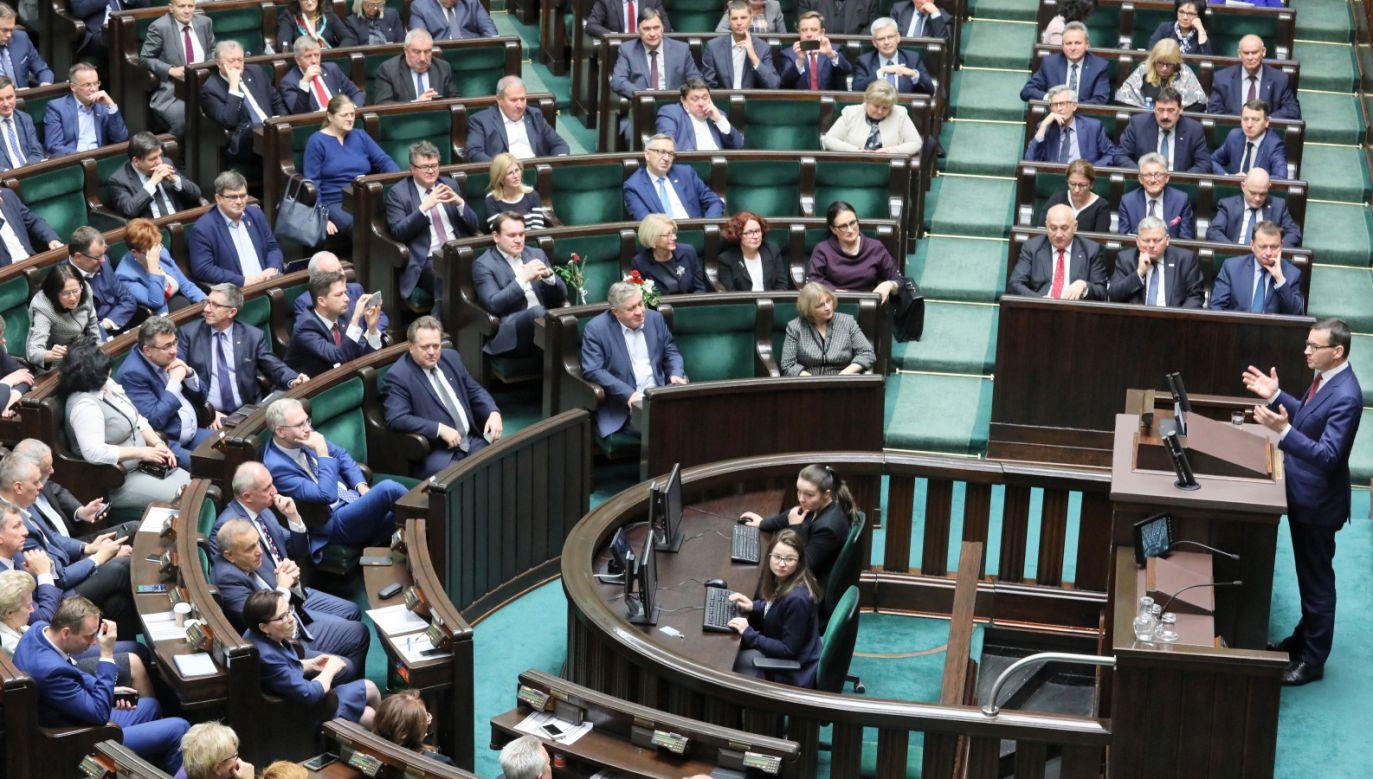 Utrzymuje się znaczna przewaga PiS nad opozycją (fot. PAP/Paweł Supernak)