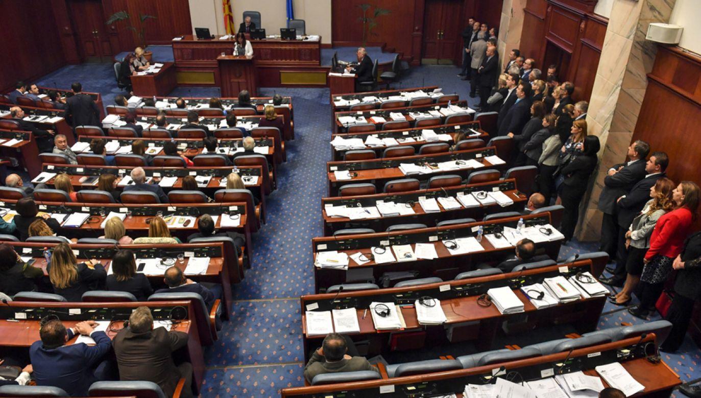 Macedoński parlament rozpoczął procedurę zmiany nazwy kraju na Republika Macedonii Północnej (fot. PAP/EPA/GEORGI LICOVSKI)