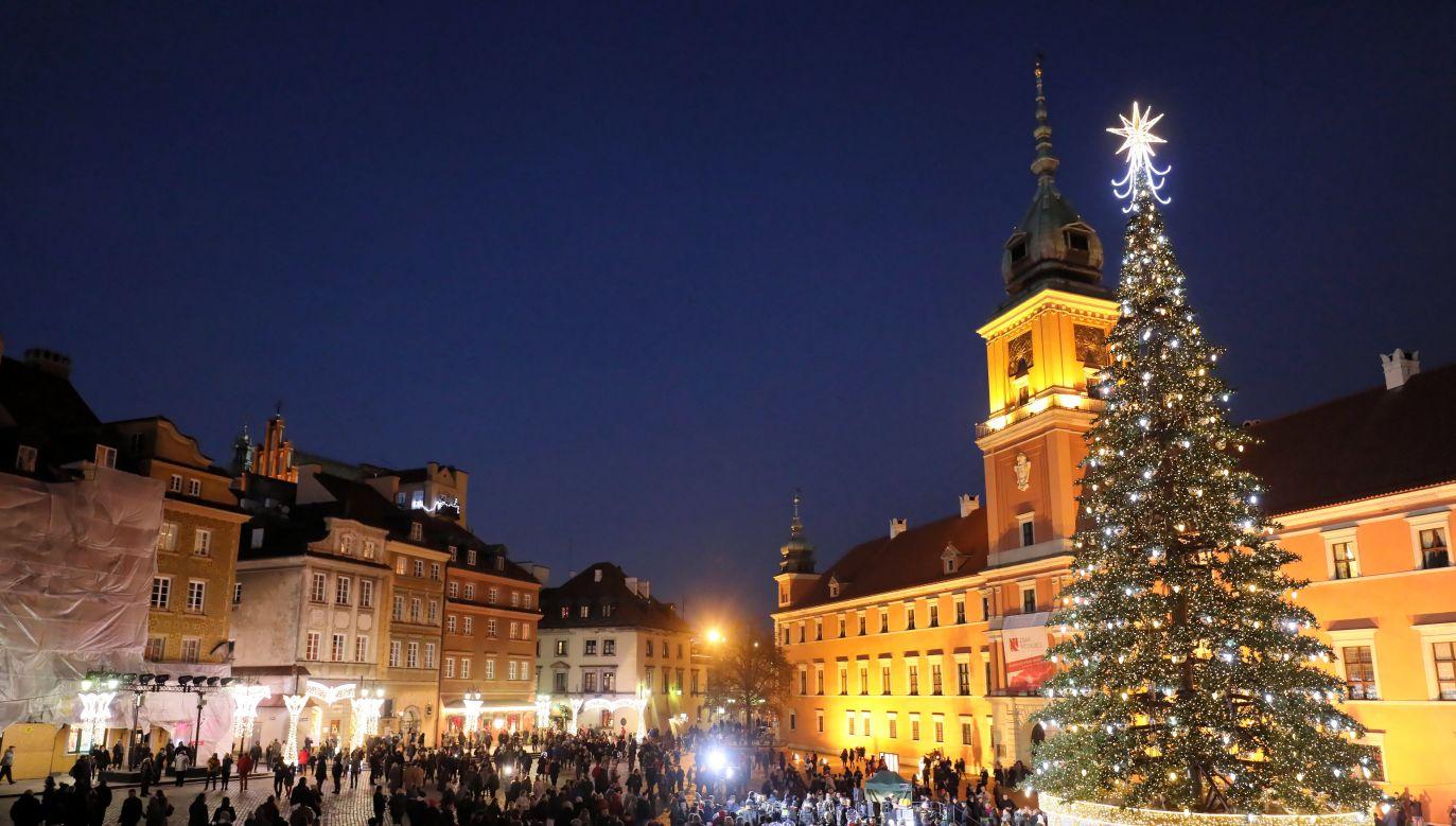 Warszawska choinka na placu Zamkowym (fot. PAP/Paweł Supernak )