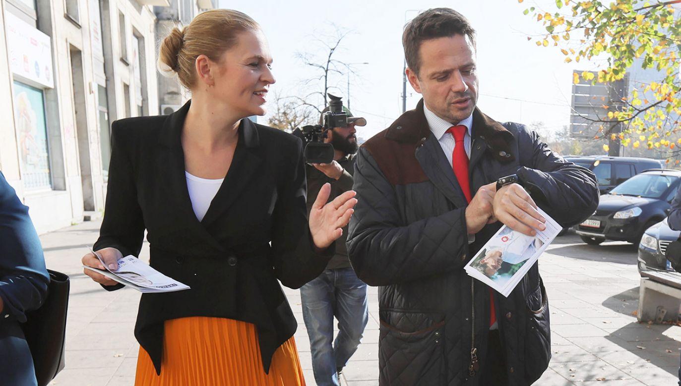 Rafał Trzaskowski obiecał, że nauczyciele rozpoczynający pracę w zawodzie dostaną większe dodatki z budżetu samorządowego (fot. PAP/Leszek Szymański)