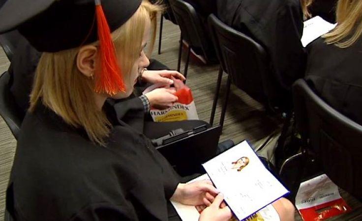 Odebrali lekarskie dyplomy. Co dalej z absolwentami UWM?