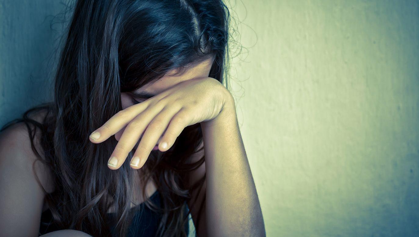 Podczas rozprawy z wyłączeniem jawności dziecko było badane przez psychologów, którzy mieli określić stopień jego relacji z ojcem (fot. Shutterstock/Kamira)