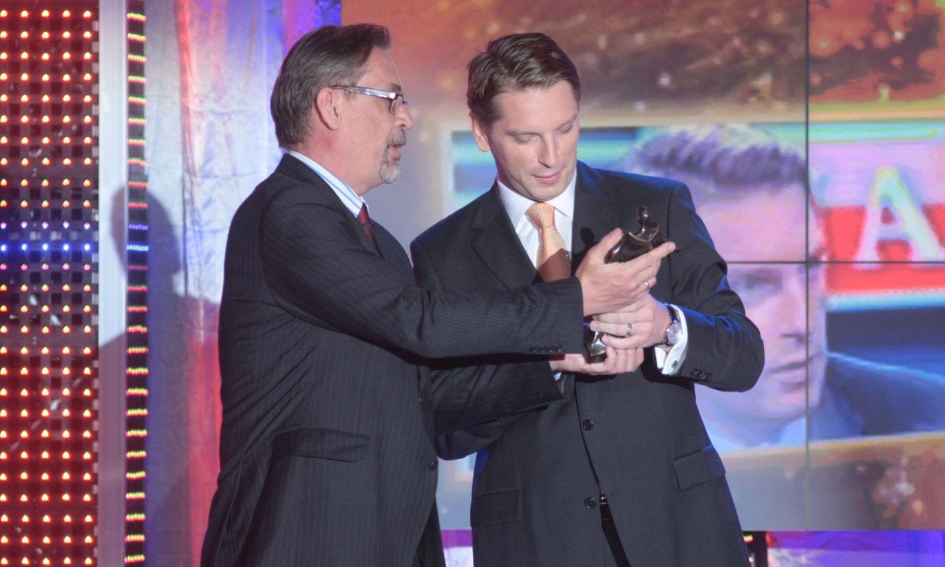 Nagrodę wręczył Jacek Żakowski (fot. PAP/ Leszek Szymański)