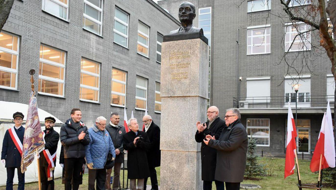 W odsłonięciu pomnika uczestniczyły władze uczelni oraz przedstawiciele prezydenta i IPN (fot. tt/Politechnika Warszawska)