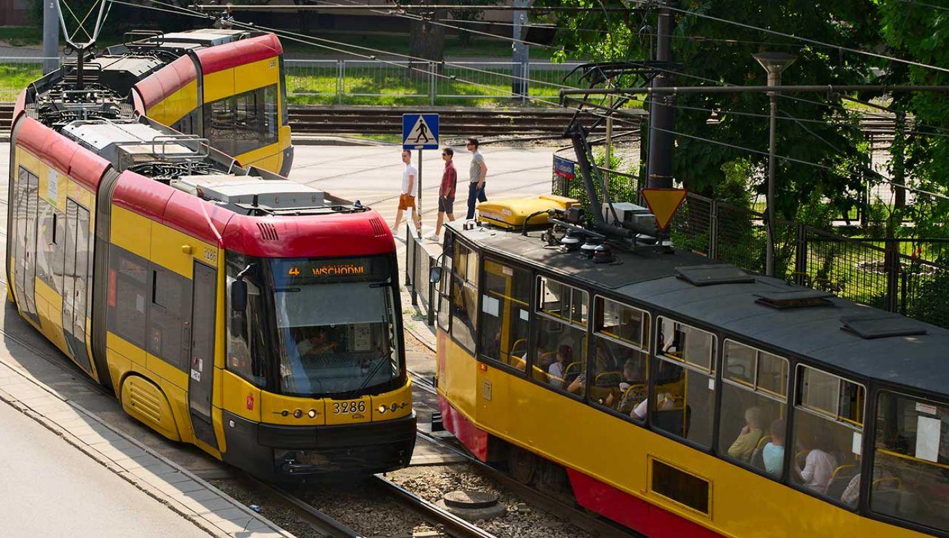 Po Warszawie jeżdżą teraz swingi z Pesy (fot. Shutterstock/Dariusz Leszczynski)