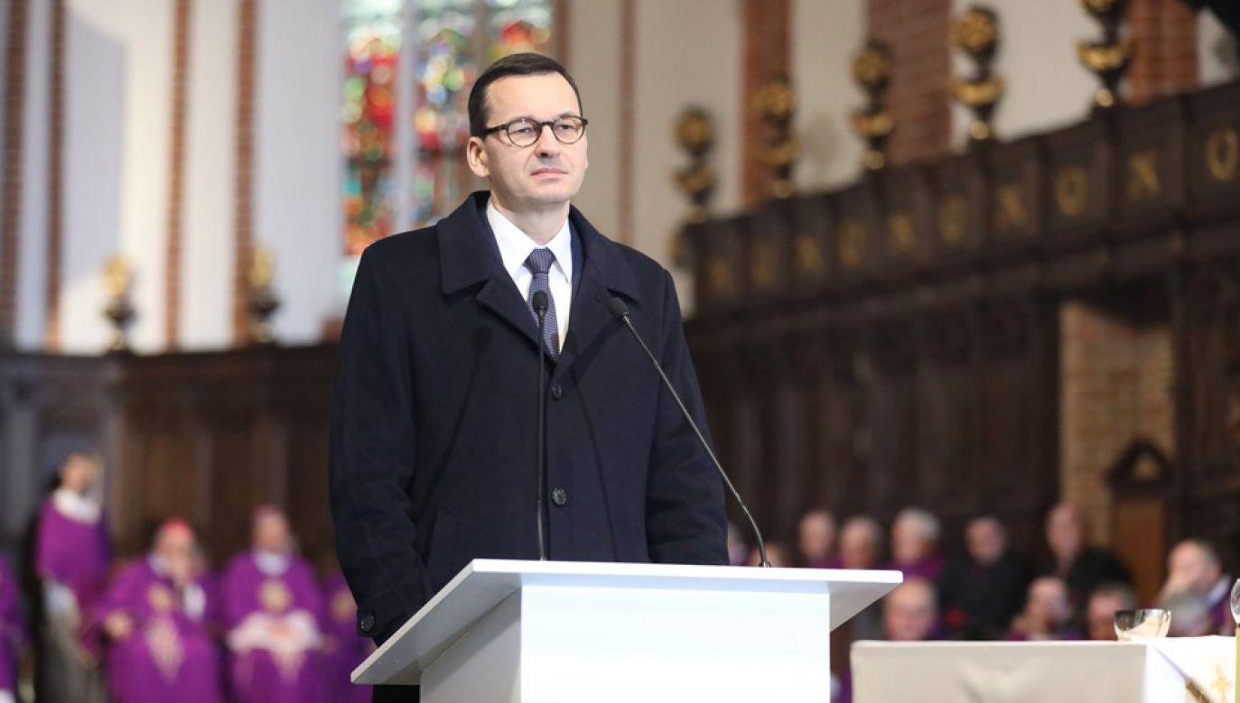 Premier Mateusz Morawiecki podczas mszy żałobnej w warszawskiej archikatedrze (fot. TT/KPRM) .