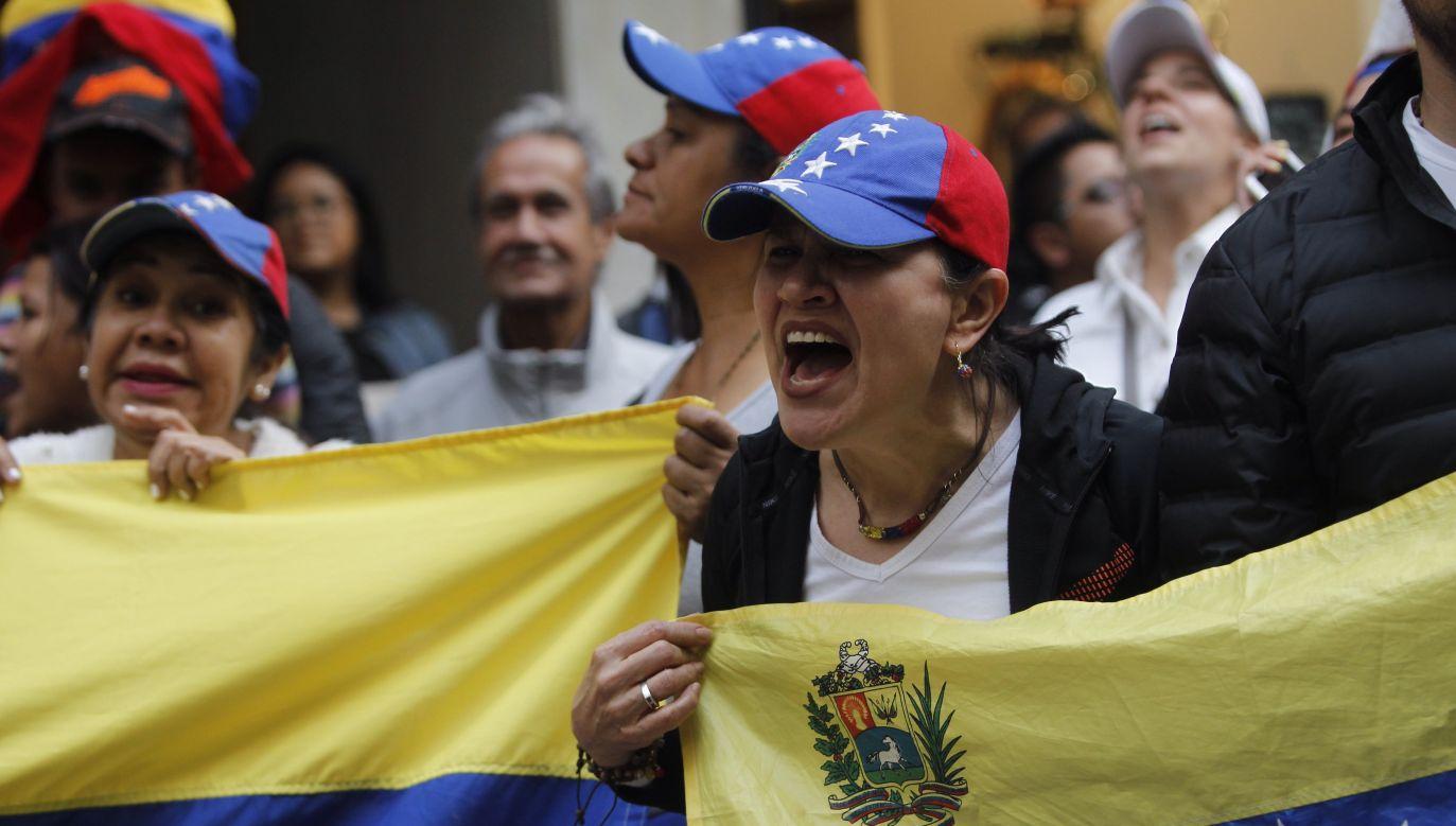 Demonstracje przeciwko Maduro rozpoczęły się już kika dni temu (fot.  EPA/SASHENKA GUTIERREZ)