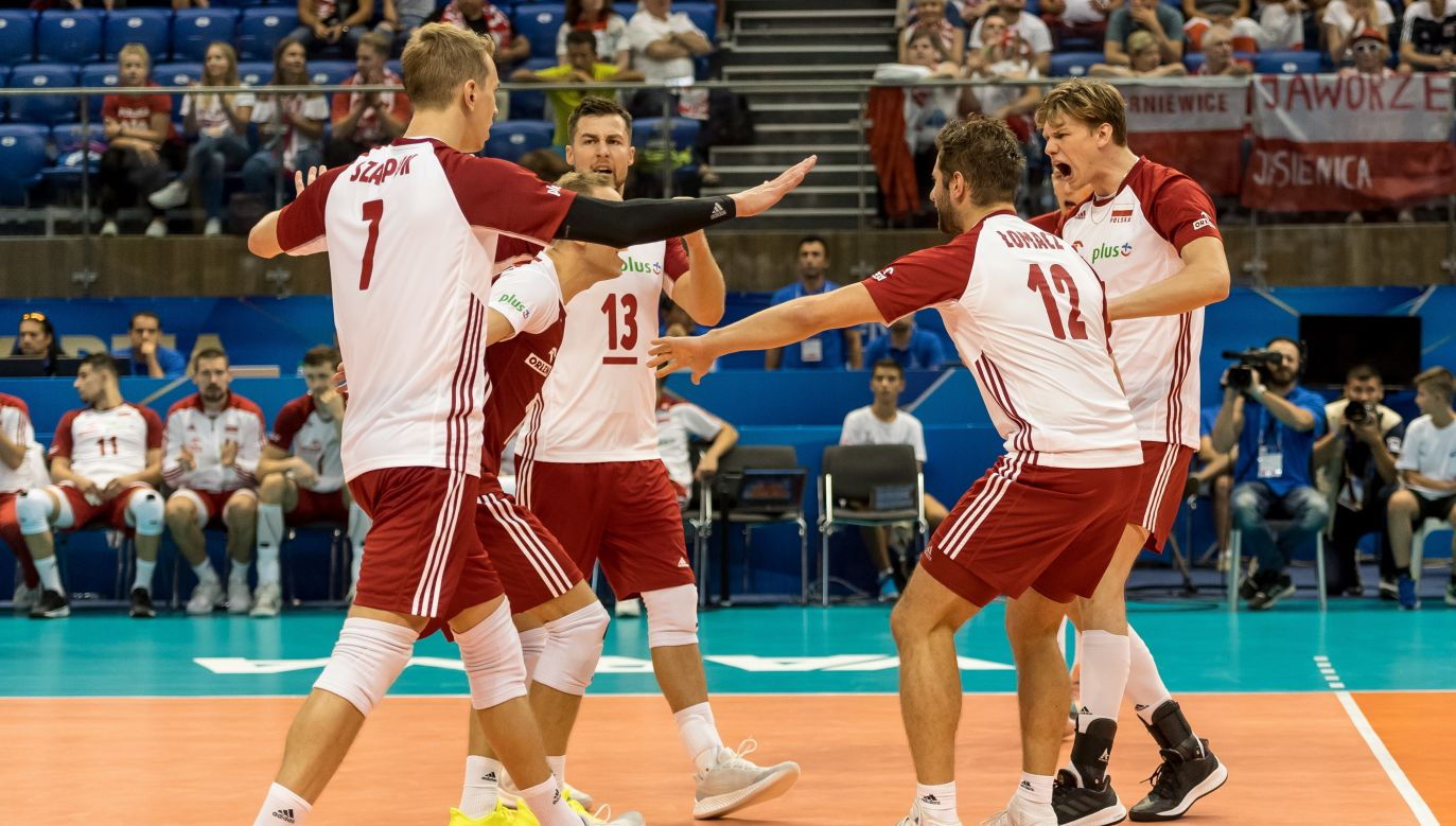 Polish team successfully began the title defence with a win against Cuba. Photo: PAP/Maciej Kulczyński