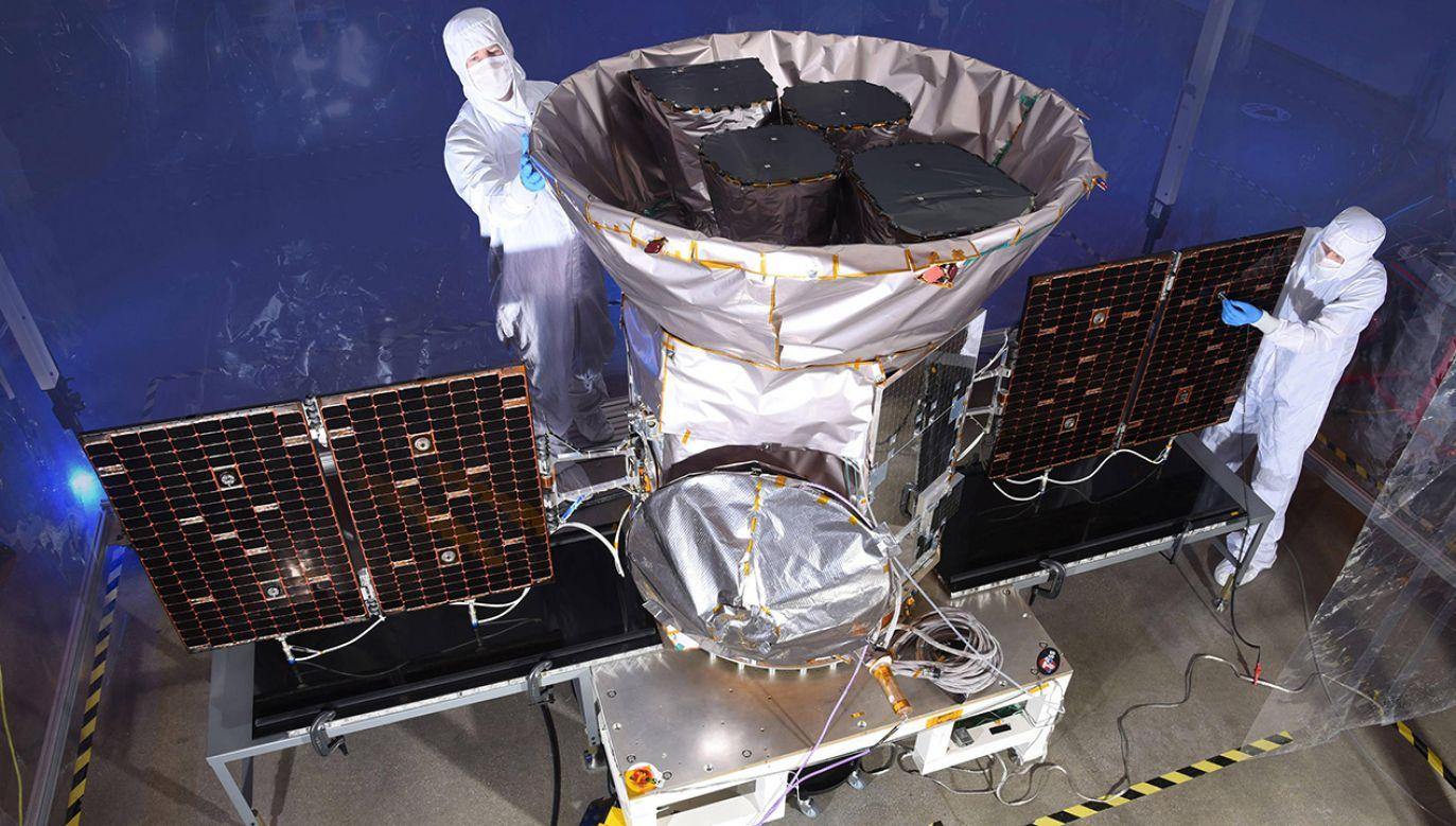 Satelita TESS to kolejny krok w poszukiwaniu planet poza naszym układem słonecznym, w tym tych, na których może istnieć życie (fot. PAP/Newscom)