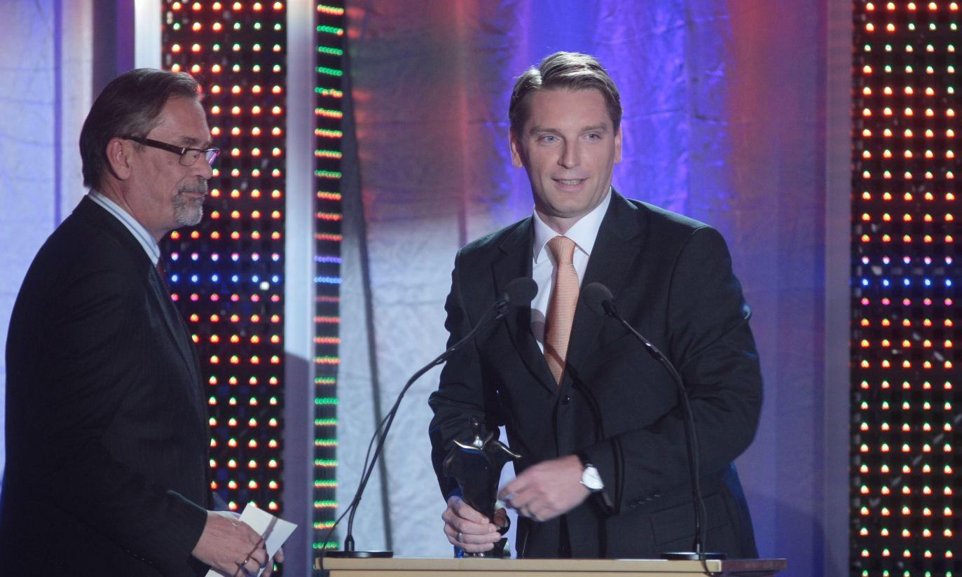 """Nagrodę w kategorii """"komentator i publicysta"""" otrzymał Tomasz Lis (fot. PAP/Leszek Szymański)"""